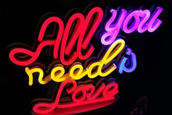 /trabajos/2018/11/06/neon-leds-all-love-01.jpg